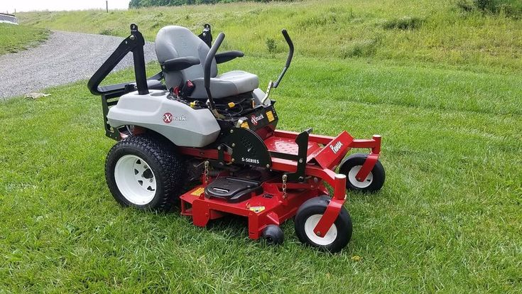 2015 Exmark 52 Pioneer Commercial Zero Turn Lawn Mower Tractor ZTR Rider Mowing. #Exmark