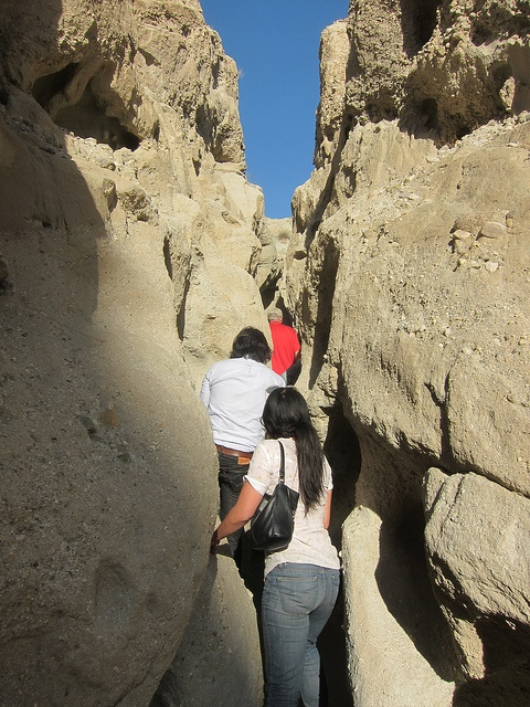 Walking through the San Andreas Fault gorge #palmsprings #travel