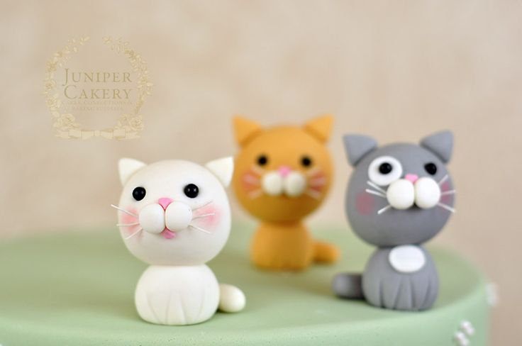 Edible fondant kittens by Juniper Cakery