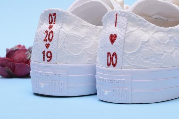 Personalisierte Elfenbein Hochzeit Converse Fur Braut Etsy In 2020 Bride Sneakers Wedding Sneakers Wedding Converse