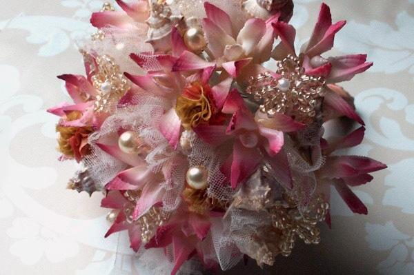 Fresh flowers plus jewelry, gotta be any girls dream bouquet!