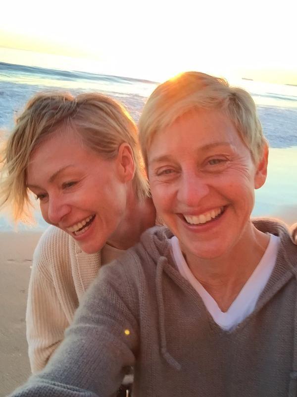 レズビアンカップルのエレン・デジェネレスとポーシャ・デ・ロッシが10周年をすっぴんのセルフィーでお祝い♡いつまでもお幸せに♡