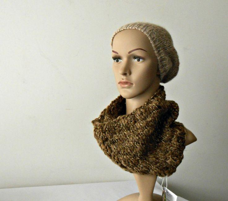 scalda collo a maglia, sciarpa a tubo in lana e oro. Collo in lana grossa, lavorato ai ferri, con fili dorati. Pezzo unico di cosediisa by cosediisa on Etsy