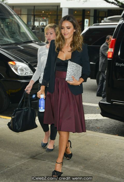 Jessica Alba Makes an appearance on 106 & Park http://icelebz.com/events/jessica_alba_makes_an_appearance_on_106_park/photo1.html