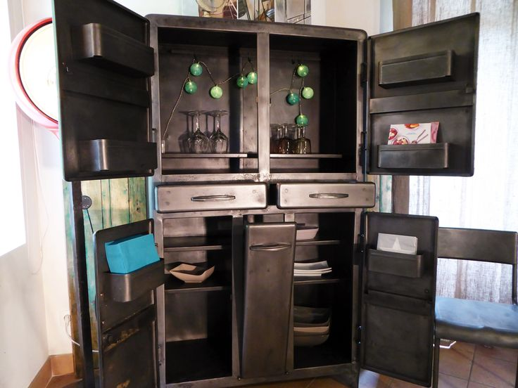 meuble m tal de cuisine an 50 39 vous propose cet ancien buffet de cuisine en. Black Bedroom Furniture Sets. Home Design Ideas