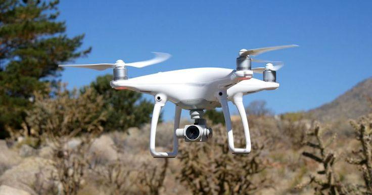 Je vous propose en location:- drone DJI Phantom 4- 5 batteries (28 minutes de vol chacune)- télécommande- accessoires de chargement et de protection de l'appareil- sac de transportNous passerons un moment ensemble pour l'essayer et vous familiariser avec si besoin.Possibilité que je vienne filmer votre événement directement !Également disponible: GoPro Hero 4 et Hero 5, appareil photo reflex Nikon D5500 et stabilisateur motorisé Feiyu G5