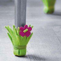 Pour envelopper les pieds de la table de jardin rectangulaire quand elle est utilisée à l'intérieur