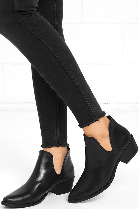 Giddy up and get a pair of the Steve Madden Austin Black Leather Ankle Booties before they're gone with the wind! Sleek genuine leather constructs a structured pointed toe upper with top-stitched welt, and cutout collar.