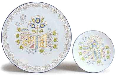 "Fine Ceramic plates with typical ""hen"" decorations. By Loddo ceramica, Dorgali, Sardinia, Italy."