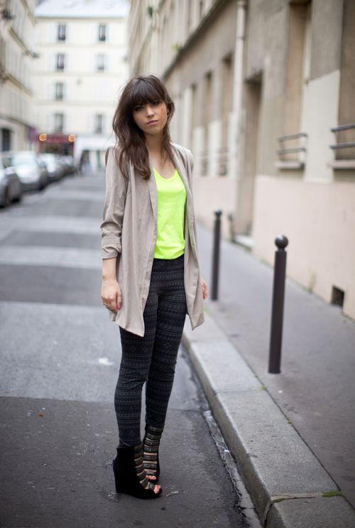 Neon soft    Blazer : New Look  Debardeur : Neon American Apparel  Legging : YUMI  Sandales : Sam Edelman
