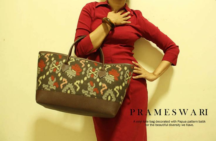 Prameswari tote bag in Papua batik pattern with vinyl handle. Available at djokdjabatik.com