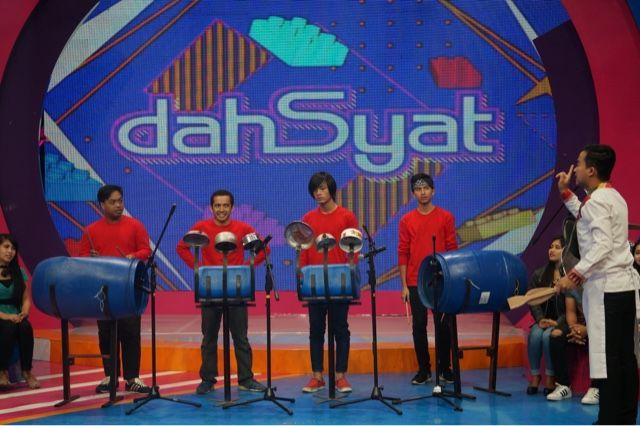 Para pemain perkusi barang bekas batutara percussion!