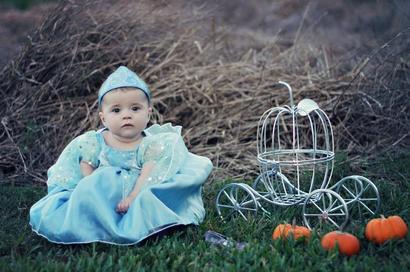 Soo cute! I'm going to dress my little pumpkin like this too :)