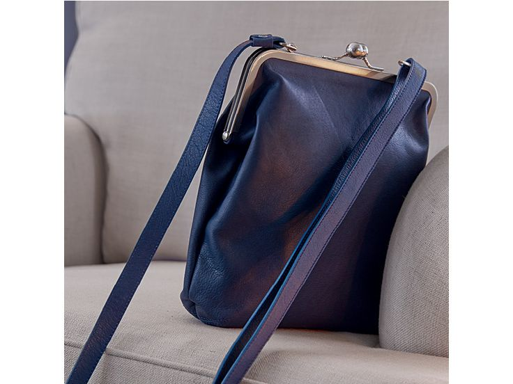 Cora Handtasche in dunkelblau aus Leder