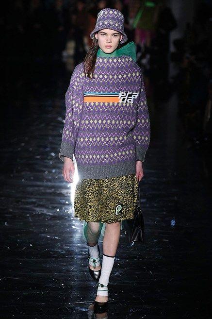 f531283e22b0 Tutte in maglione! Le tendenze moda dell Autunno Inverno 2018 2019 puntano  su maglie