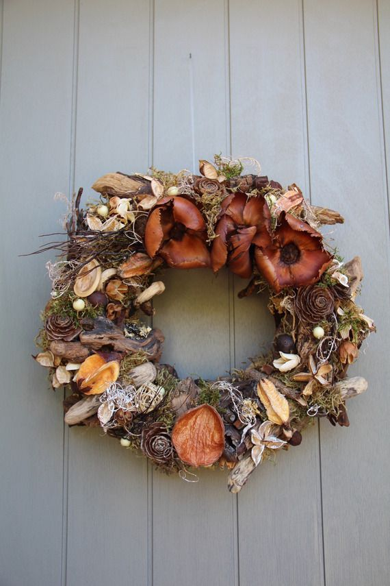 Couronne avec bois flott s fleurs s ch es mousse et d for Couronne de noel bois flotte