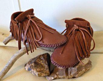 Flequillo corto mocasines, hecho a mano Elk ocultar cuero Mocs, mano personalizado cosido, Natural de Buffalo suela zapatos, Boho, Hippie, puesta a tierra, puesta a tierra