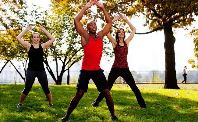 Polichinelo ajuda a perder barriga. Saiba como essa atividade simples pode fazer toda a diferença na hora de eliminar a gordura localizada na região da barriga