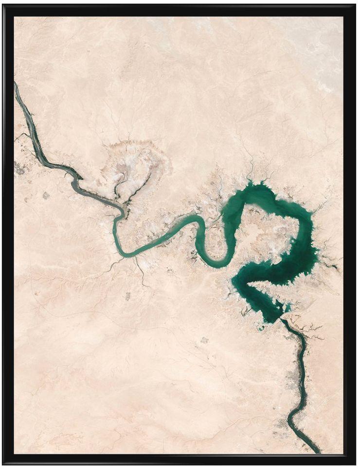 Handla din egen The River poster från Galerie här. Vi levererar alltid våra…