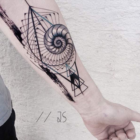 Abstract nautilus tattoo by Jessica Svartvit