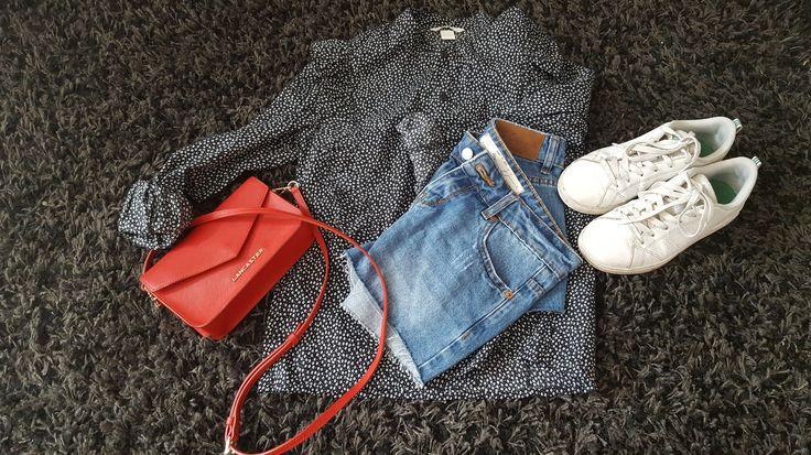 tenue du jour un short Jennifer, une chemise H&M, une paire da adidas et une petite pochette rouge de chez lancaster