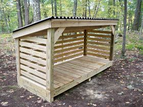 A Little Bit of This, That, and Everything: Firewood Shack Made From Pallets