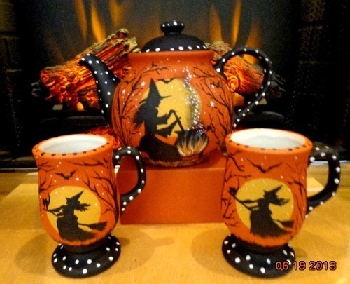 Mouse over image to zoom                                                                                                                                              Have one to sell? 	Sell it yourself           VINTAGE* POTTERY WITCH* HALLOWEEN * TEA POT & CUPS* HP ON BOTH SIDES*