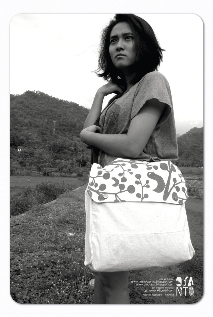 Simple Sling Bag by Ojanto (in black and white photo)