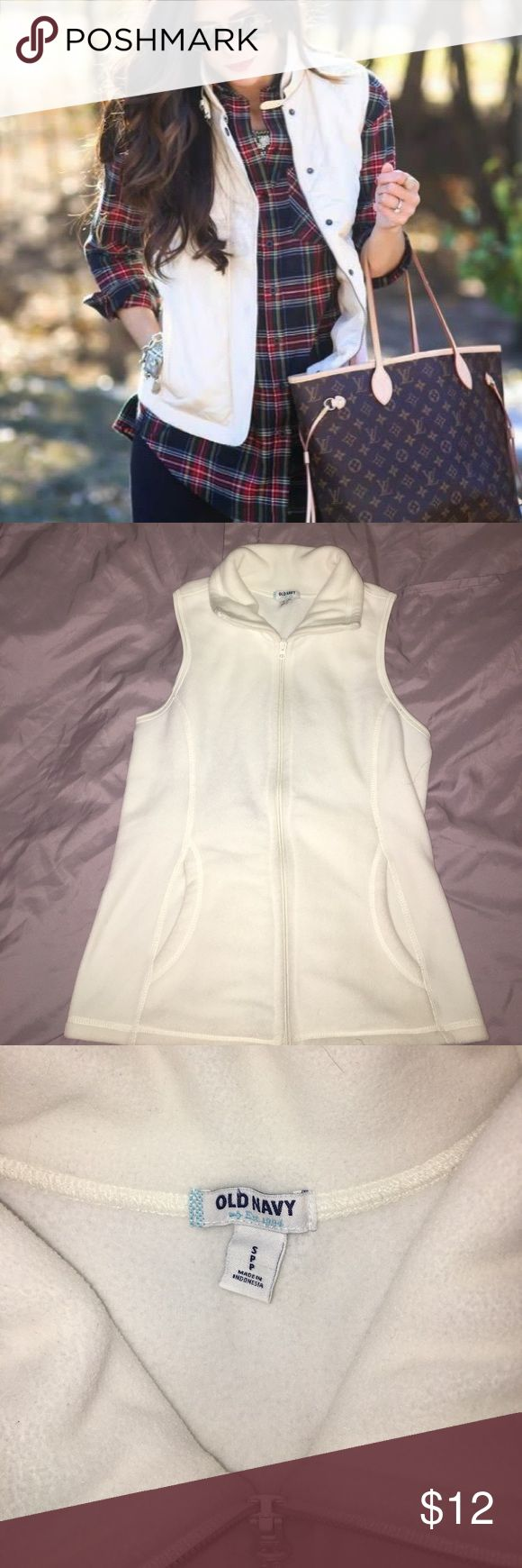 Old Navy Fleece Vest Excellent condition. Off white color Old Navy Jackets & Coats Vests
