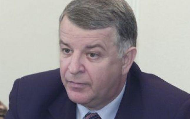 Alexandru-Radu Timofte a absolvit Academia de Inalte Studii Militare din Bucuresti, Facultatea de Comanda si Stat Major, fiind ofiter activ in Ministerul Apararii Nationale pana in anul 1988. In perioada Revolutiei din decembrie 1989, Radu Timofte a facut parte din conducerea comitetului FSN din municipiul Roman. In legislaturile 1990-2004, el a fost ales ca senator de Neamt pe listele FSN, FDSN si PDSR.