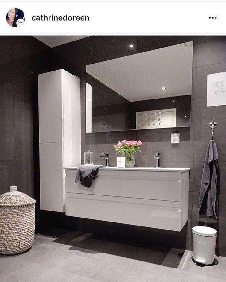 スクショさせてもらいました♀️ この外国の方の投稿に載ってる 洗面室オシャレなんですけど〜❤️ どうやって投稿シェア出来るかわかりませんでした ショールーム行ってから頭の中は 洗面のことでいっぱいです この前見てきたtotoのエスクアなら こんな感じにも作れる!! 元々床も壁もグレー系にしたいってずっと思ってたし、 白い洗面にも憧れがあって、、 だけどいざ選ぶとダークな色味を選択してしまう 私の代わりに誰かこんな風にして欲しい。笑  #マイホーム#マイホーム記録#マイホーム計画#建て替え#新築#注文住宅#洗面#洗面室#フロートタイプ