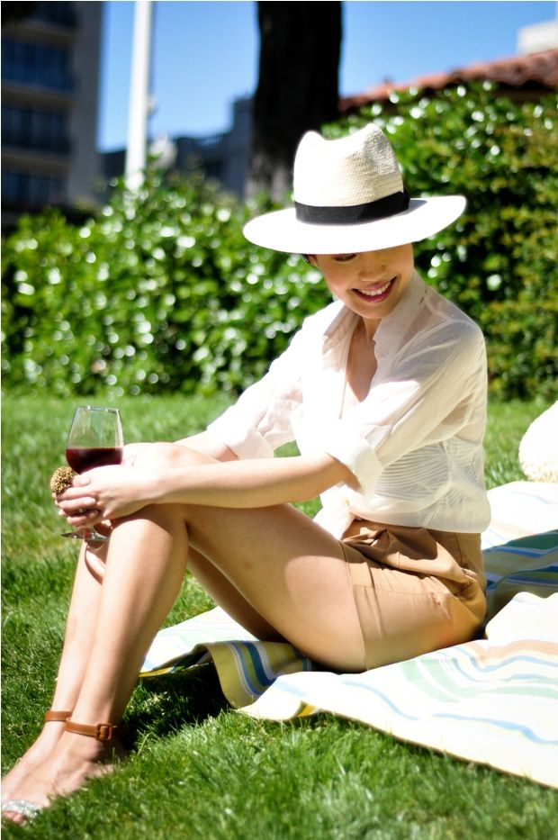 nude + white + fedora = a chic picnic outfit