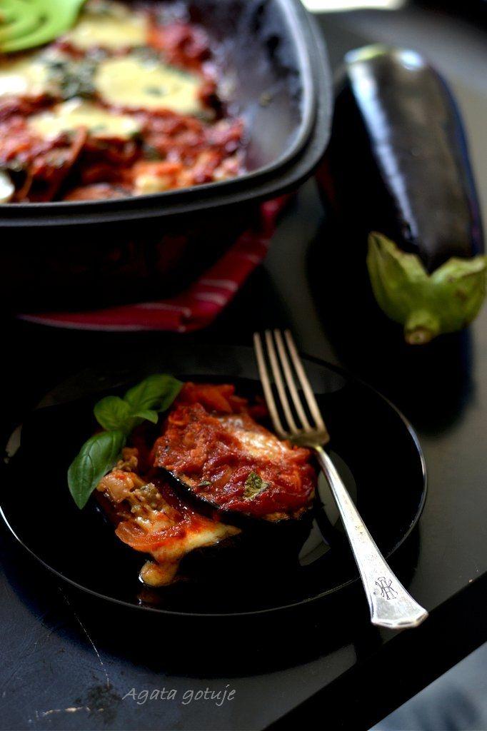 Bakłażany zapiekane w pomidorowym sosie z bazylią i mozzarellą