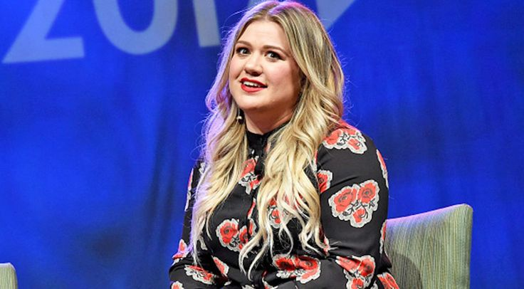 Kelly Clarkson Unleashes Response To National Anthem Protests | Country Rebel