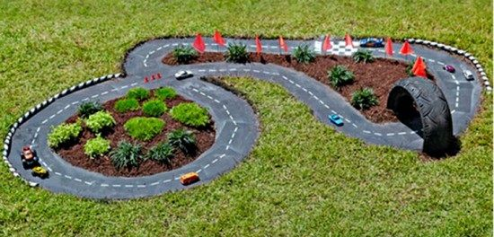 Geniální+vychytávka!+Jak+udělat+dětem+závodní+dráhu+na+zahradě