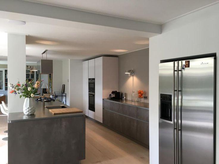 25 beste idee n over rvs koelkast op pinterest zwarte hardhouten vloeren donker gebeitste - Kleine amerikaanse keuken ...