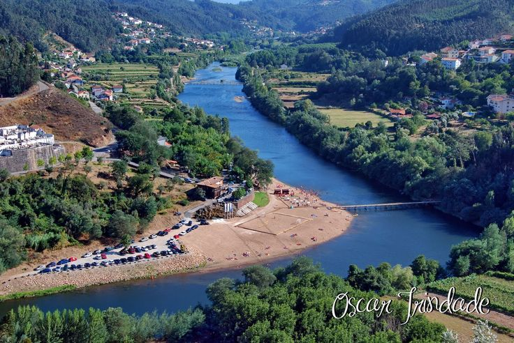 As praias fluviais mais bonitas de Portugal . A Praia do Reconquinho situa-se em pleno Rio Mondego na área em que o rio serpenteia à volta da Vila de Penacova, por entre montes e vales.
