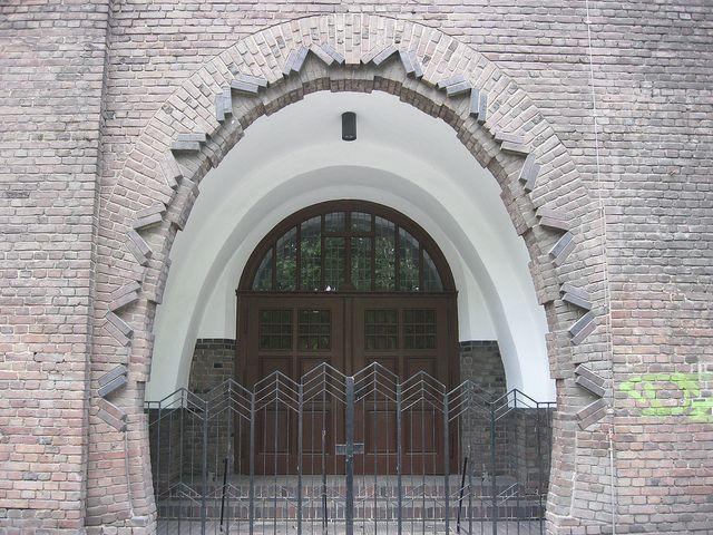 1928/30 Berlin Portal expressionistische katholische Pfarrkirche Heilige Familie von Karl Kühn Wichertstraße 22-23 in 10439 Prenzlauer Berg ...