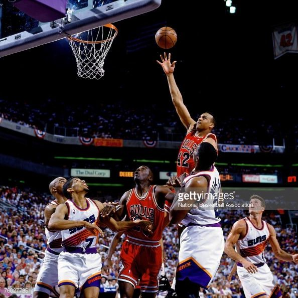 Fotografia de notícias : Scott Williams of the Chicago Bulls attempts a...