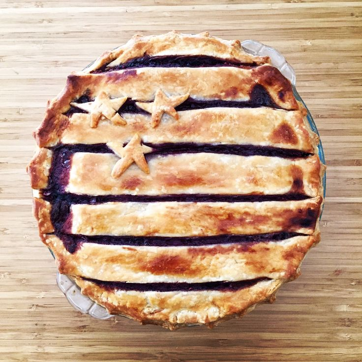 Fourth of July Blackberry Pie. #pinnable