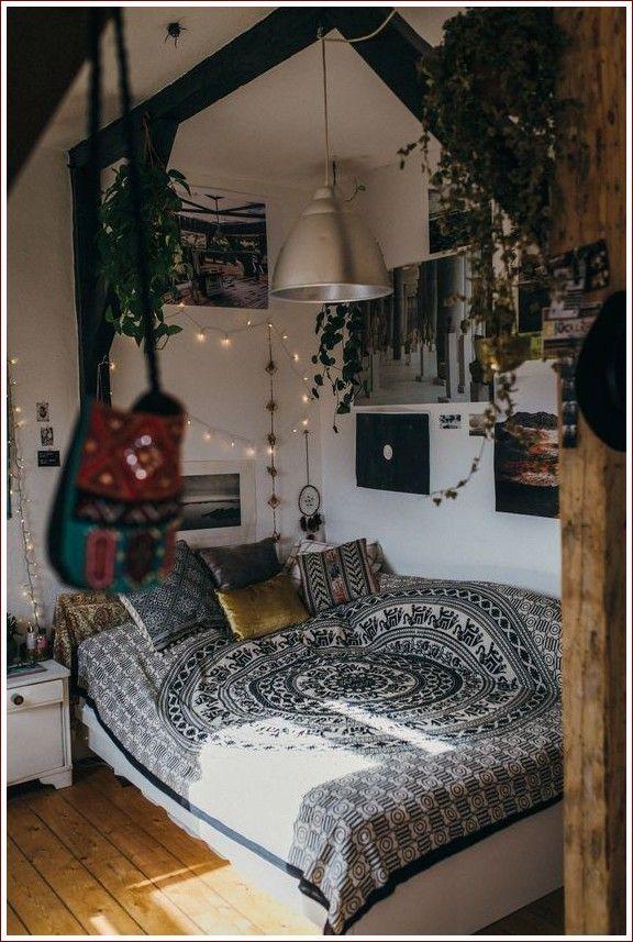 Bedroom Aesthetic Cozy Dark In 2020 Bedroom Diy Home Decor Bedroom Chic Bedroom
