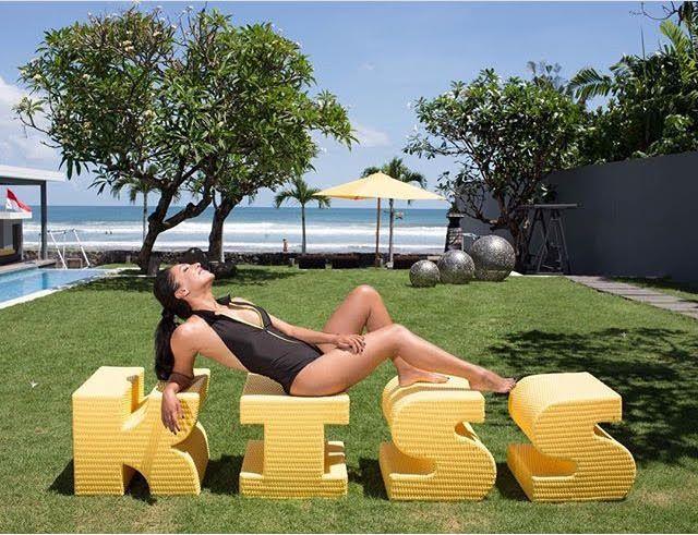 Re-gram actress Yasmin Jade Kassim soaking up the sun beachfront at Luna2 private hotel. Kiss kiss.   #Luna2life #Luna2 #Luna2privatehotels #Bali #Seminyak #travel #beach #beachfront #kiss #sun #designhotels #interiordesign by #MelanieHallDesign