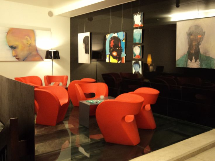 Let's Face the Wall - contemporary artworks in Lanchid 19 design hotel Budapest