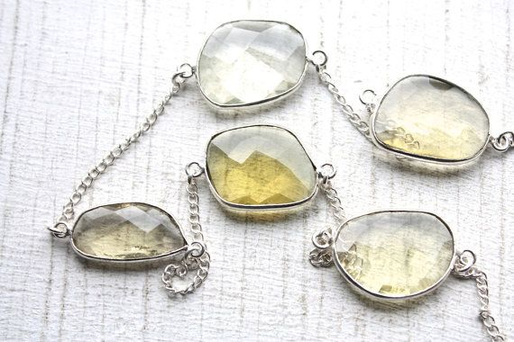 VENTE EN GROS!!!  Belle en argent Sterling plaqué chaîne avec facettes lunette sertie, pierres de quartz jaune citron ! Chaîne de beau haut de gamme pour l'artisanat de bijoux ! Ajouter un fermoir à cette chaîne pour un collier simple et élégant ! 3 pieds.    Tailles de pierre sont de 14mm à 21mm  Pour plus de chaîne de pierres précieuses : http://www.etsy.com/shop/ifoundgallery/search?search_query=gemstone+chain&order=date_desc&view_type=galler...