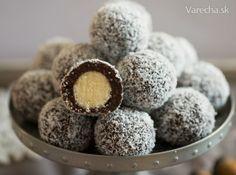 Dvojfarebné kokosové guľôčky