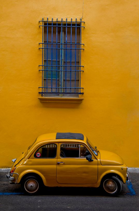 Yellow wall with a classic Fiat 500. #fiat500