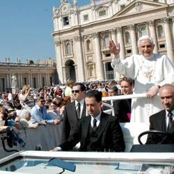 El ex mayordomo del Papa seguirá detenido