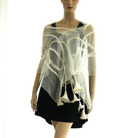 Nuno vilten handgemaakte sjaal, beste kwaliteit Australische Merino wol, zijde,. Mooie witte. Dit is de grote witte sjaal op vakantie, maar het dagelijks leven ook. De fijne wol en zijde, verwent je huid. Unieke en bijzondere kunstwerken. Mode-accessoires. De hand worden gewassen. Sjaal grootte: 180 cm x 45 cm