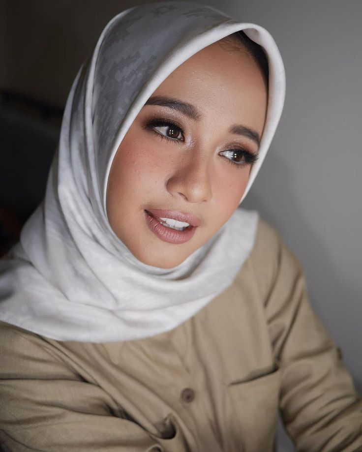 Hijab Engagement / Muslim Brides / Engagement Makeup by laudyacynthiabella on Instagram ☁ @terosha ☁