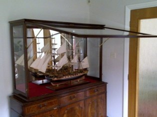 Our top of the range display cabinet for your favourite model ship. This is made of solid wood timber.      Custom Display Case made to order, the types of wood on offer are: oak, mahogany, maple, ash, beech & walnut.  http://www.premiergifts.eu/76-ship-models